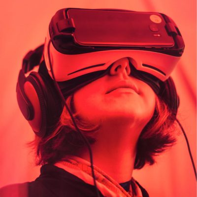 An woman with VR
